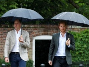 Britain's Prince William, Duke of Cambridge and Prince Harry visit the White Garden in Kensington Palace in London