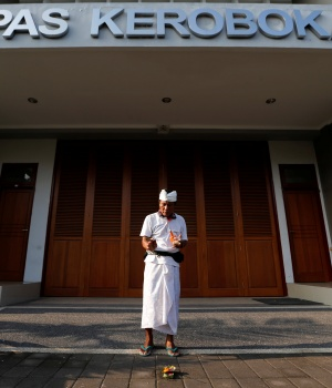 A prisoner prays in front of Kerobokan prison in Denpasar