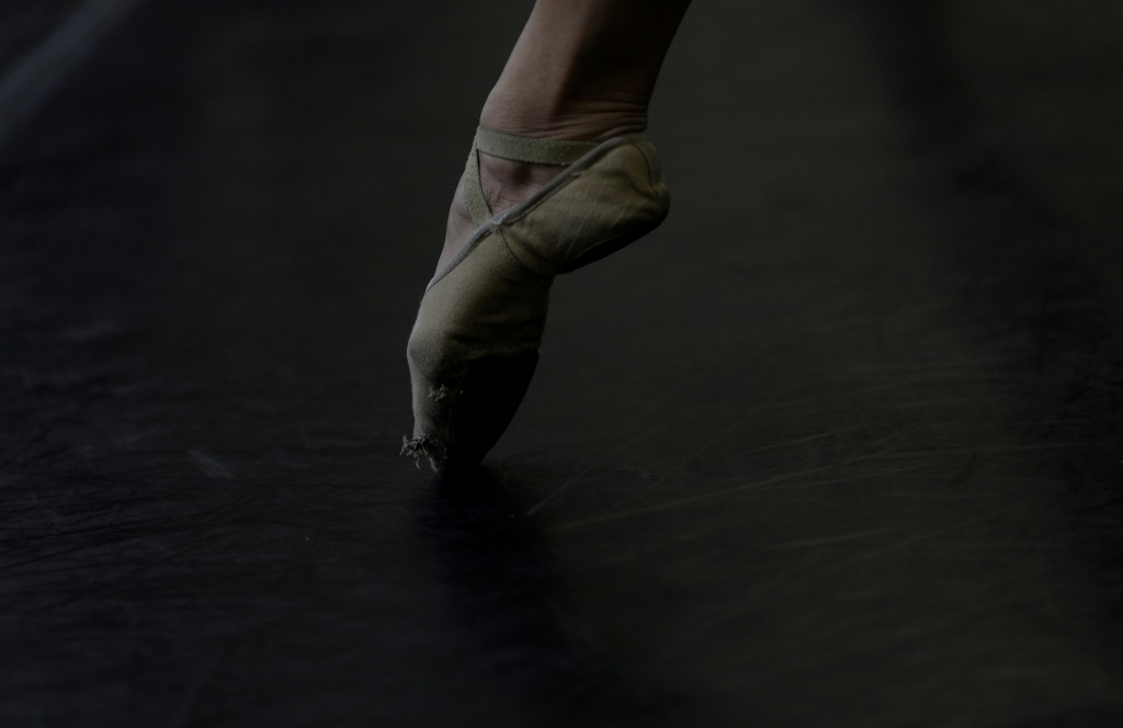 The Wider Image: Financial crisis leaves Rio ballerinas struggling