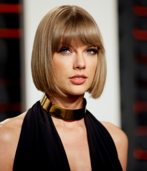 Singer Taylor Swift arrives at the Vanity Fair Oscar Party in Beverly Hills