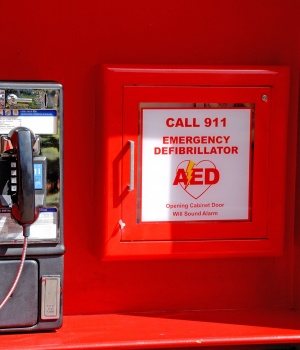 Bystander defibrillator use tied to better cardiac arrest outcomes