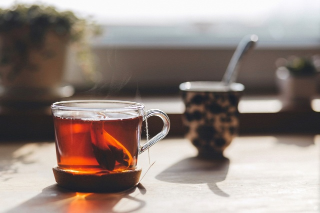Hot tea tied to higher cancer risk for smokers and drinkers