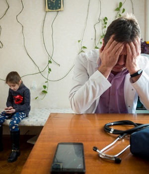 The Wider Image: Ukrainian doctor struggles with lack of resources
