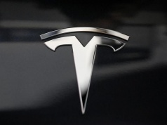 A Tesla logo is seen in Los Angeles