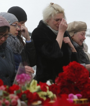 People gather to commemorate the victims of a shopping mall fire in Kemerovo on the day of national mourning in central Moscow