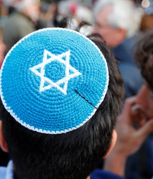 A man wears a kippa during a demonstration in front of a Jewish synagogue in Berlin