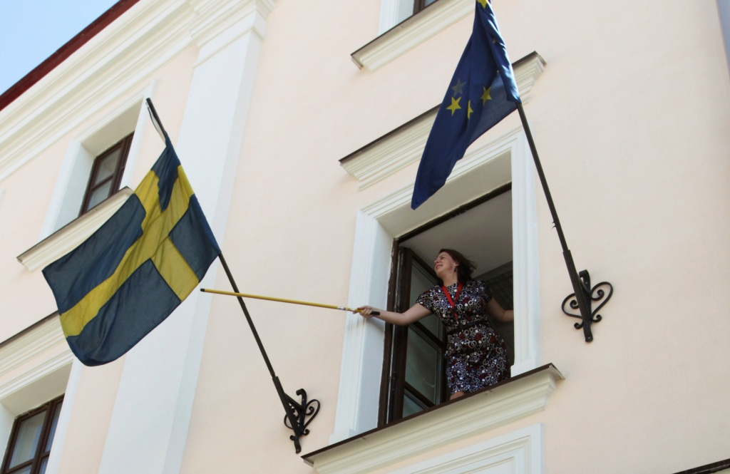 Employee rearranges national flag at Swedish embassy in Minsk