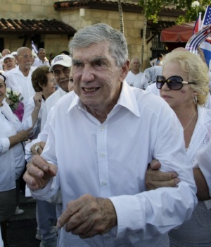 Cuban exile and former CIA operative Luis Posada Carriles takes part in a march in support of Cuba's Las Damas de Blanco in the Little Havana neighborhood of Miami