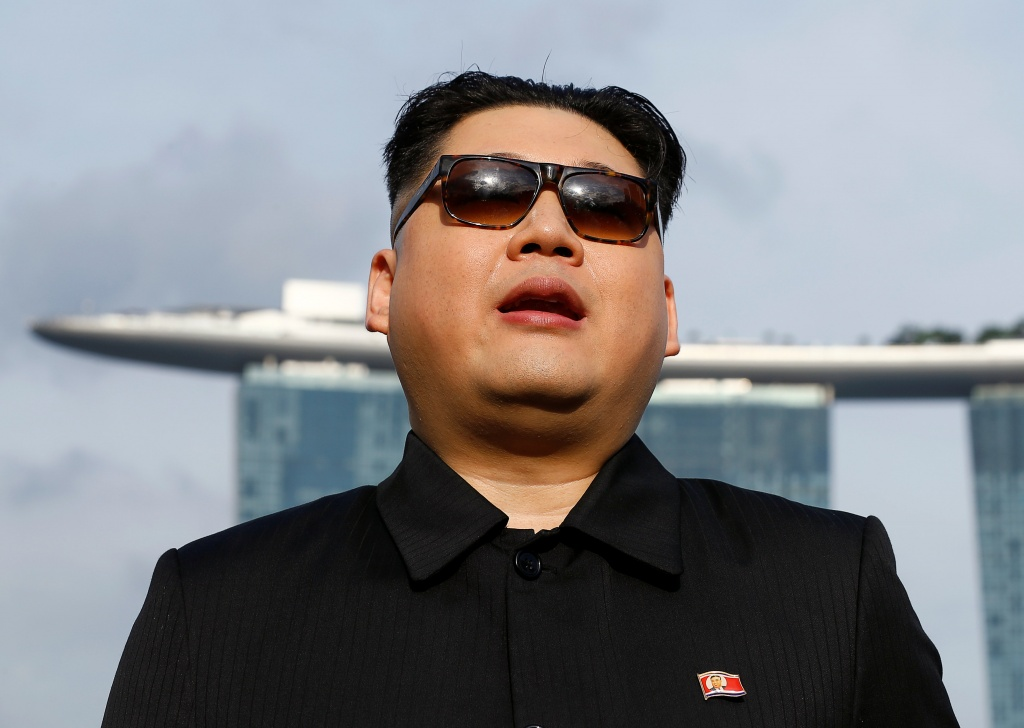 'Kim Jong Un' Poses for Selfies in Singapore ahead of ...