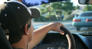 Cash may convince some teens to stay off smartphones while driving