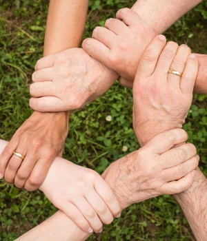 Friends and family may help counter diabetes stress