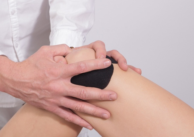More weight loss tied to less knee pain for obese people