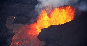 Lava erupts in Leilani Estates
