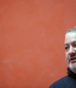 Tunick attends a news conference before using the Day of the Dead celebrations as his latest backdrop for mass nude photographs, in San Miguel de Allende