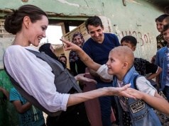 UNHCR Special Envoy Angelina Jolie meets Falak, 8, during a visit to West Mosul