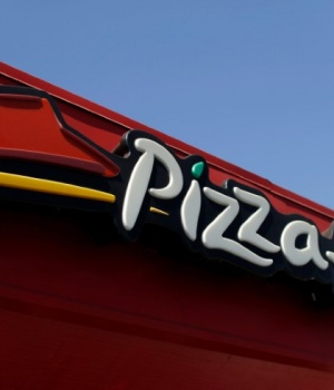 The sign at a Pizza Hut location is pictured in Pasadena