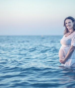 Giving birth in water appears safe for mother and infant