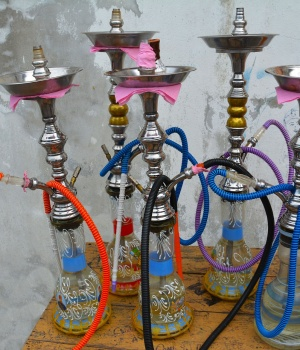 U.S. teens may smoke hookah because `everyone else is doing it'