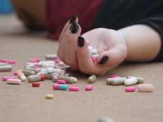 Teen suicide risk may be lower with intense team-based therapy