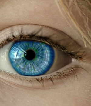 Maintaining healthy vision may help keep brain in shape, too