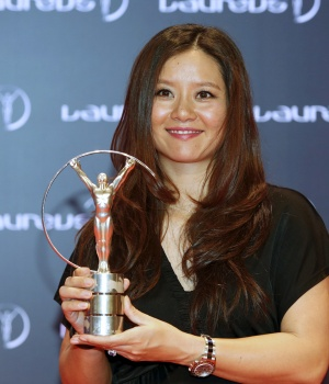 Former tennis player Li Na poses for photographs with her award at the 2015 Laureus World Sports Awards, in Shanghai