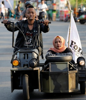 The Wider Image: 'Extreme' Vespa enthusiasts rev up at Indonesian festival