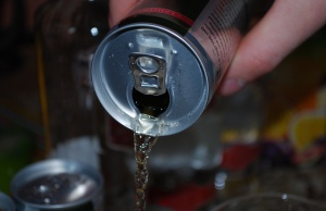 Diet soft drinks tied to lower odds of colon cancer recurrence