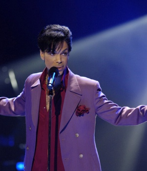 """Prince performs during """"American Idol"""" finale at Kodak Theater in Hollywood"""