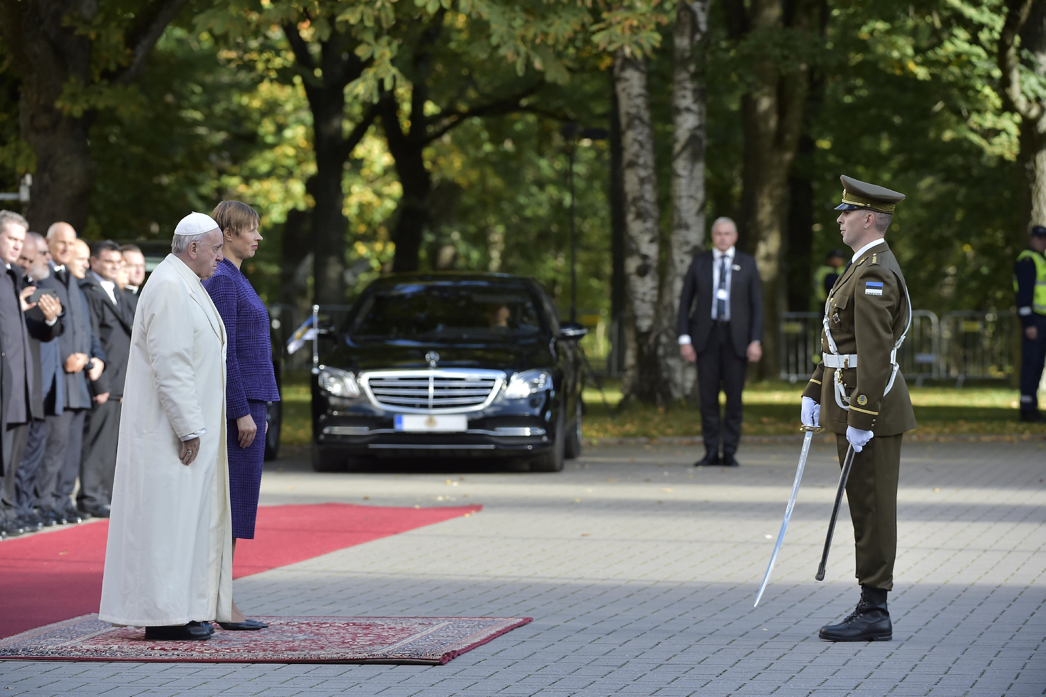 Pope Francis is welcomed by Estonian President Kersti Kaljulaid at the Presidential Palace in Tallinn