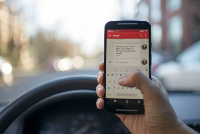 One in three U.S. teens text while driving, survey shows