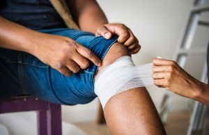 Physical therapy often as good as surgery for one type of knee injury