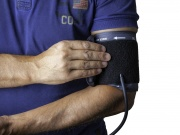High blood pressure before age 40 tied to earlier strokes, heart disease